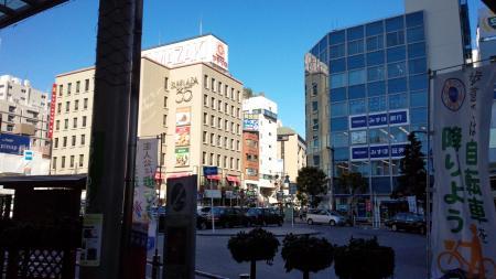 市川駅前の街並み