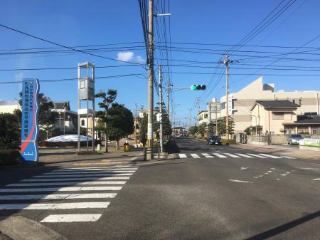街のメイン通りです。