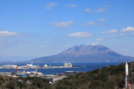 雪が残る桜島