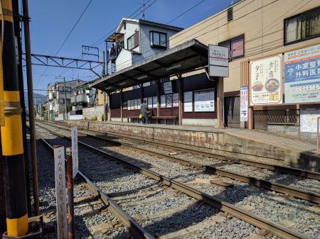 小さな路面電車の駅